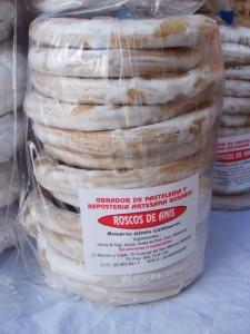 Los roscos de anís son algunos de los productos singulares que elabora Rosario.