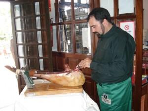 Antonio Ramos ideó este reto de cortadores de jamones.