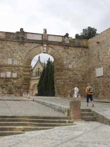El conjunto arquitectónico formado por la Real Colegiata, la Alcazaba y el Arco del Gigante es uno de los más famosos de Antequera.