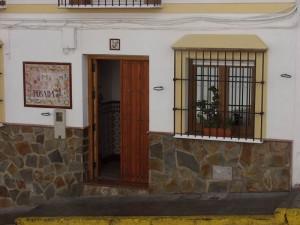 Este establecimiento, famoso por sus migas, está justo en frente de la iglesia de Casabermeja.
