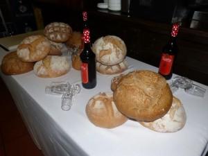 Bodegón de pan en la tertulia celebrada en El Pimpi.