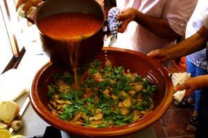 Sopa de tomate elaborada con tomate huevo de toro