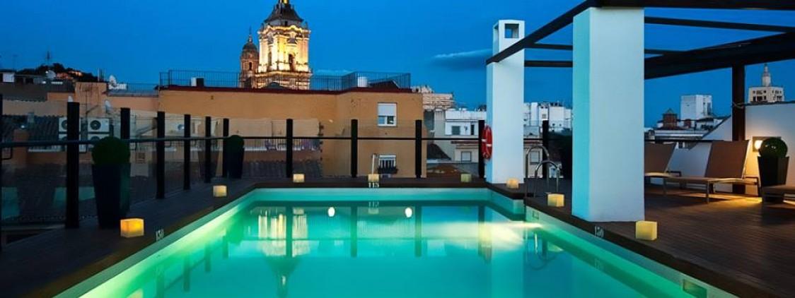 Km0, con la mesa en el tejado – Hotel Molina Lario