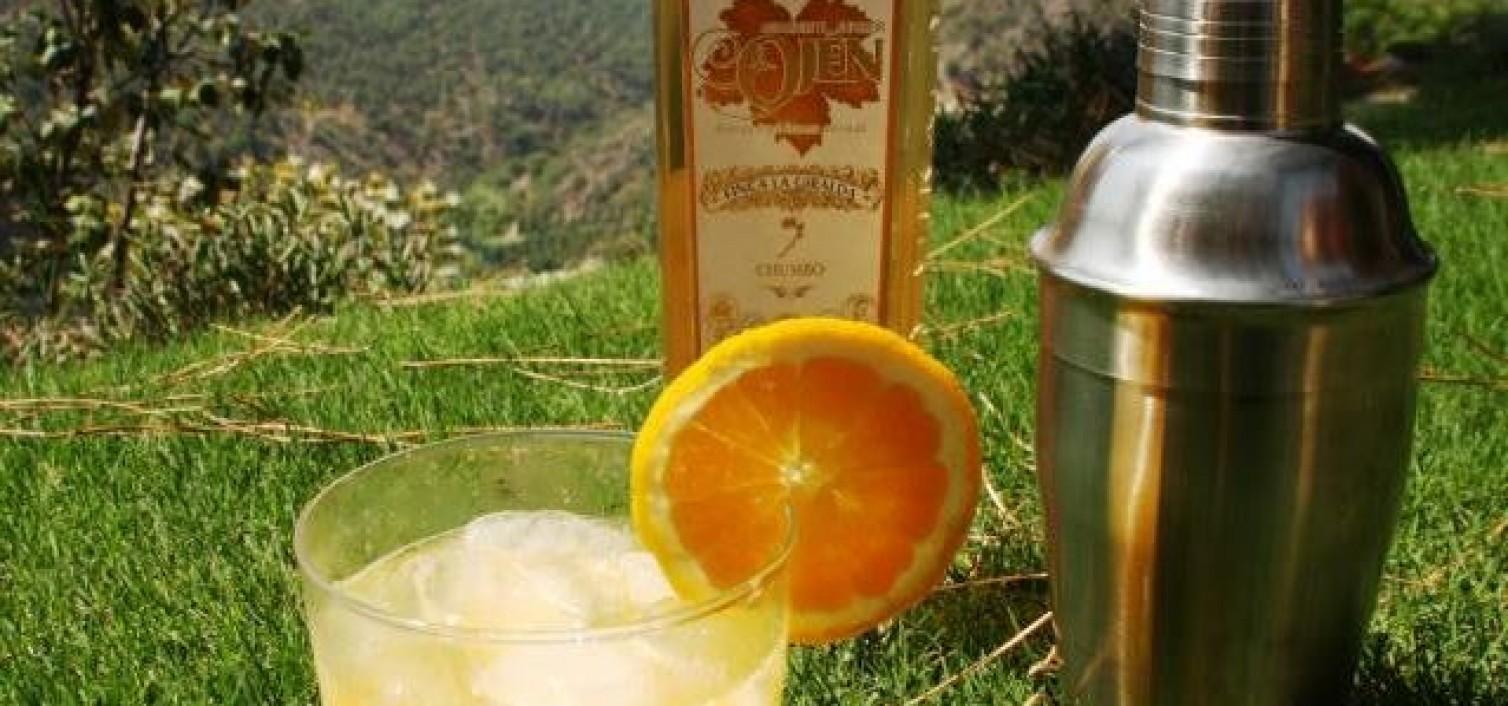 cóctel de aguardiente de chumbos con naranja