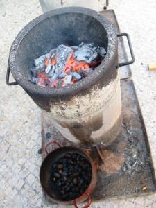 Asado de castañas tradicional.