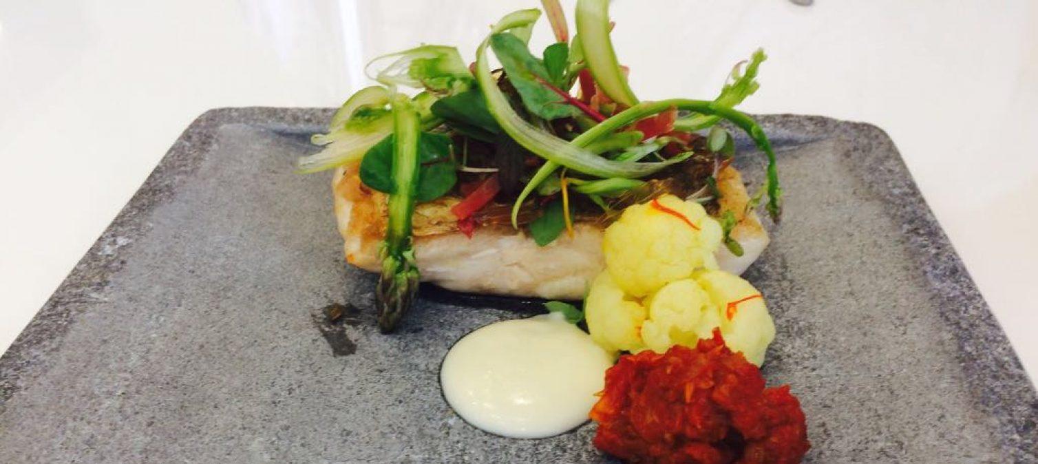 Receta de Pescado de Lonja con porra de vino blanco y tomate cassé