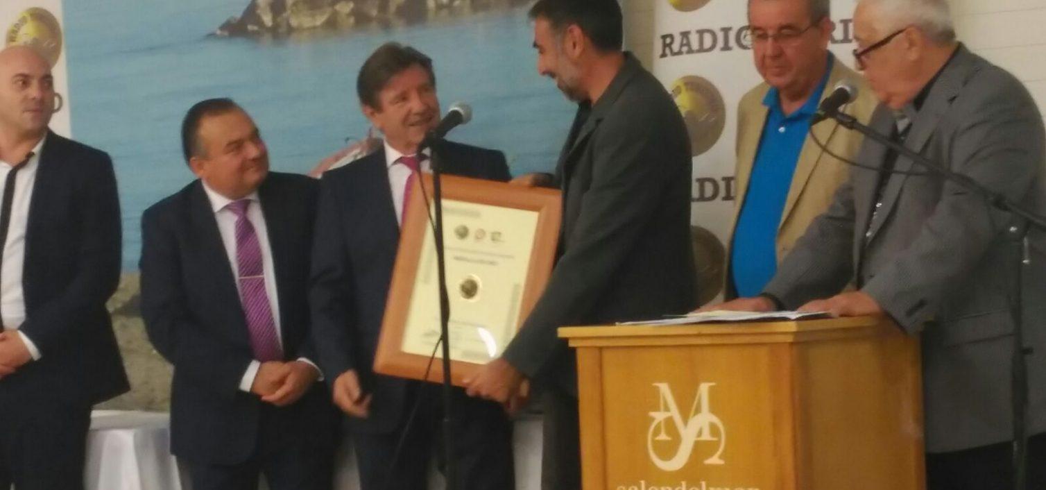 Javier Almellonres recoge la Medalla de Oro de Radio Turismo