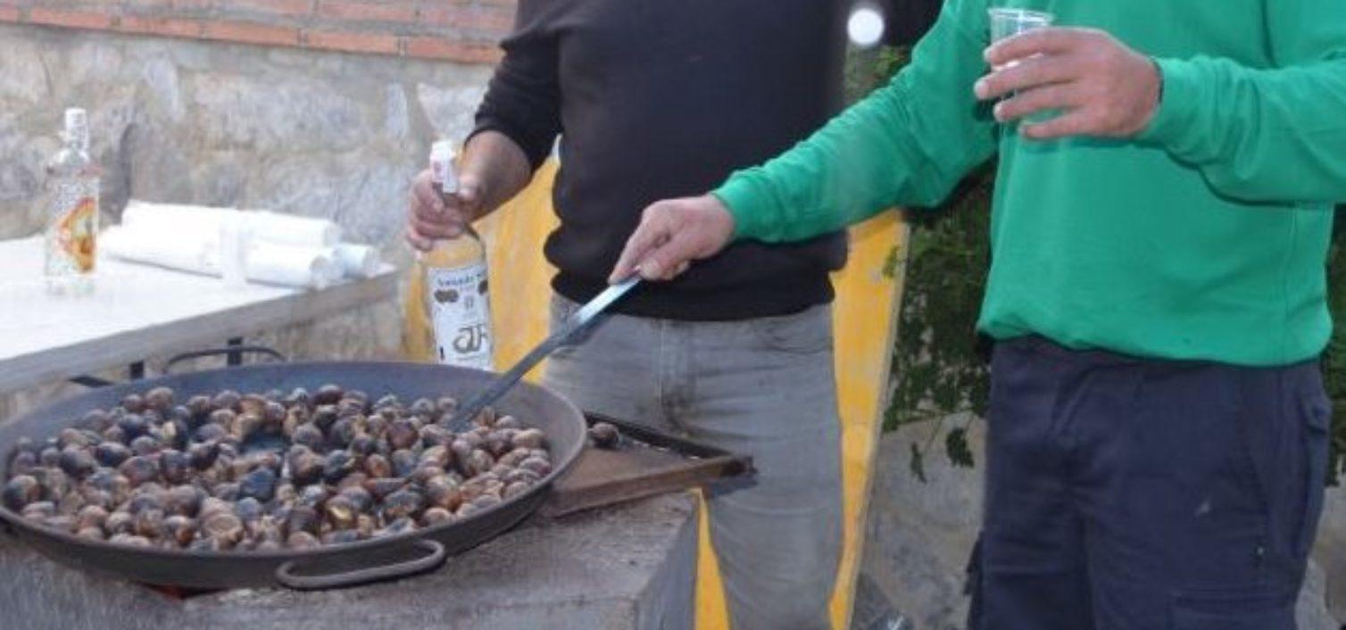 Tostón de castañas en la Fiesta de la Castaña de Pujerra 2018