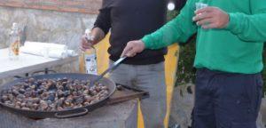 Tostón tradicional en la Fiesta de la Castaña de Pujerra 2018.
