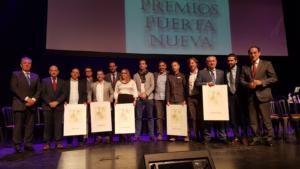 Premiados y autoridades en la entrega de los Premios Puerta Nueva 2018.
