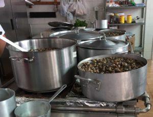 Preparación de los caracoles en caldillo.