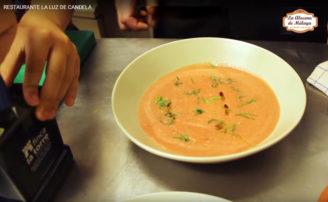 Receta de sopa de tomate fría con albahaca fresca
