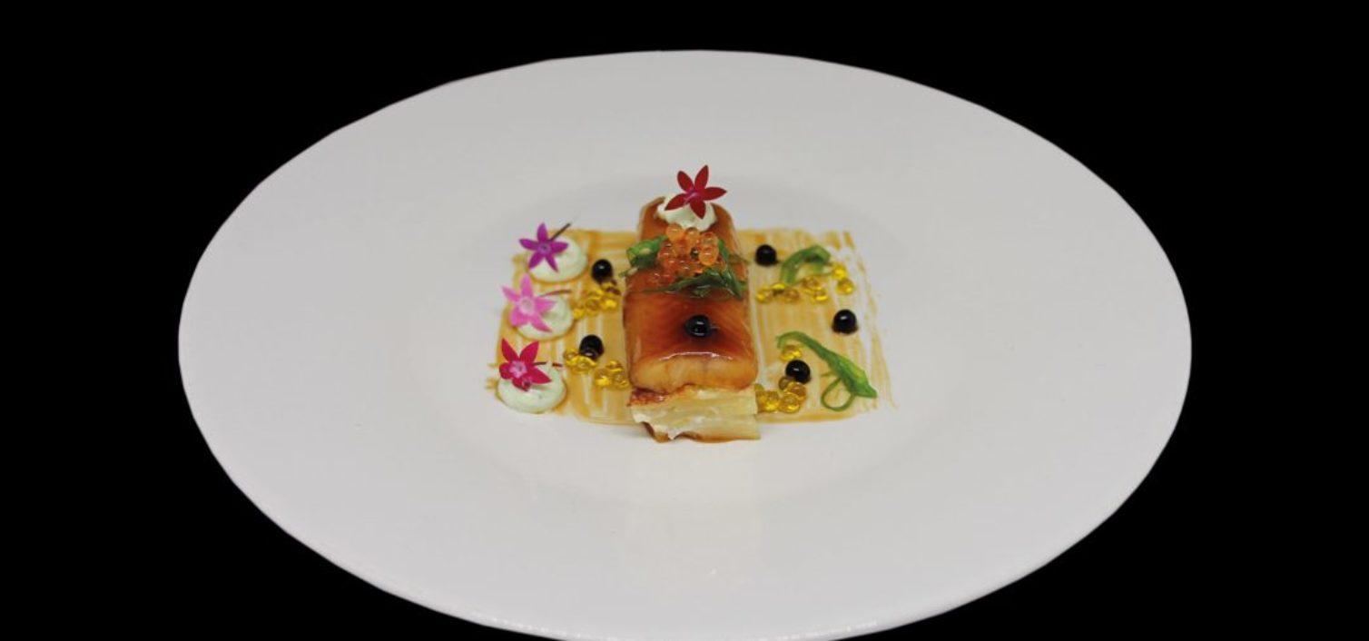 Anguila ahumada al teriyaki sobre lingote de graten y lactonesa de wakame (Postigo Pizzería)