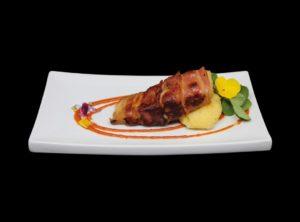 Fogonero marinado en miso envuelto en bacon (Tropic)