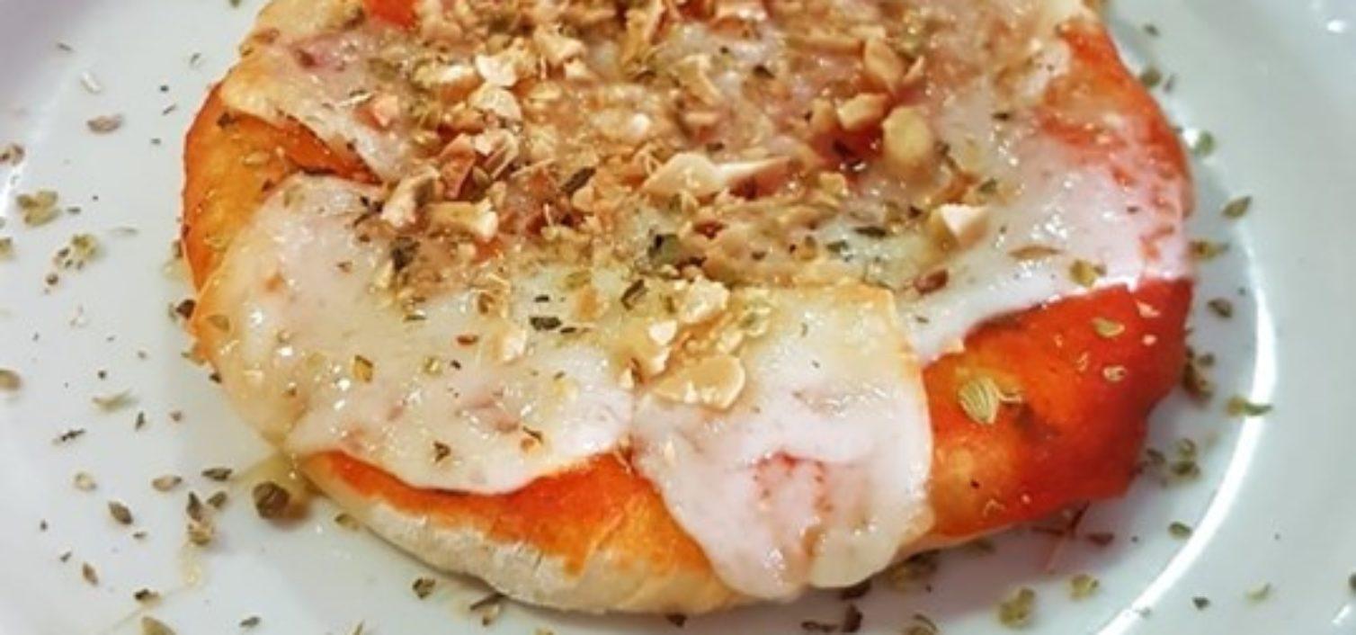 Minipizza de la ruta de la tapa de las Jornadas Gastronómicas Quesos Montes de Málaga 2019.