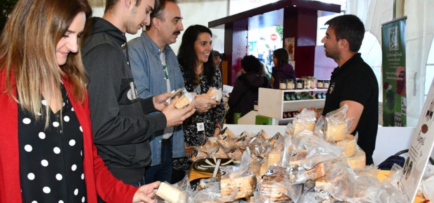 Mercado de productores en la Feria de Artesanía del Valle del Genal 2019.