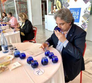 Francisco Lorenzo Tapia, durante la cata en los premios a los mejores aceites de oliva virgen extra de Málaga 2021.